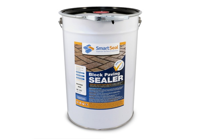 Block Paving Sealer and Colour Restorer in BLACK